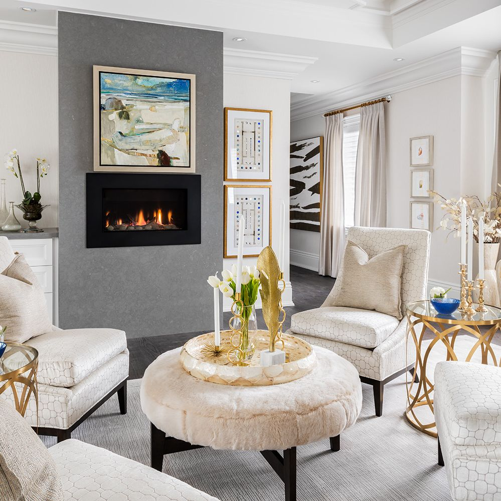 A living room with a fireplace  Description automatically generated with medium confidence