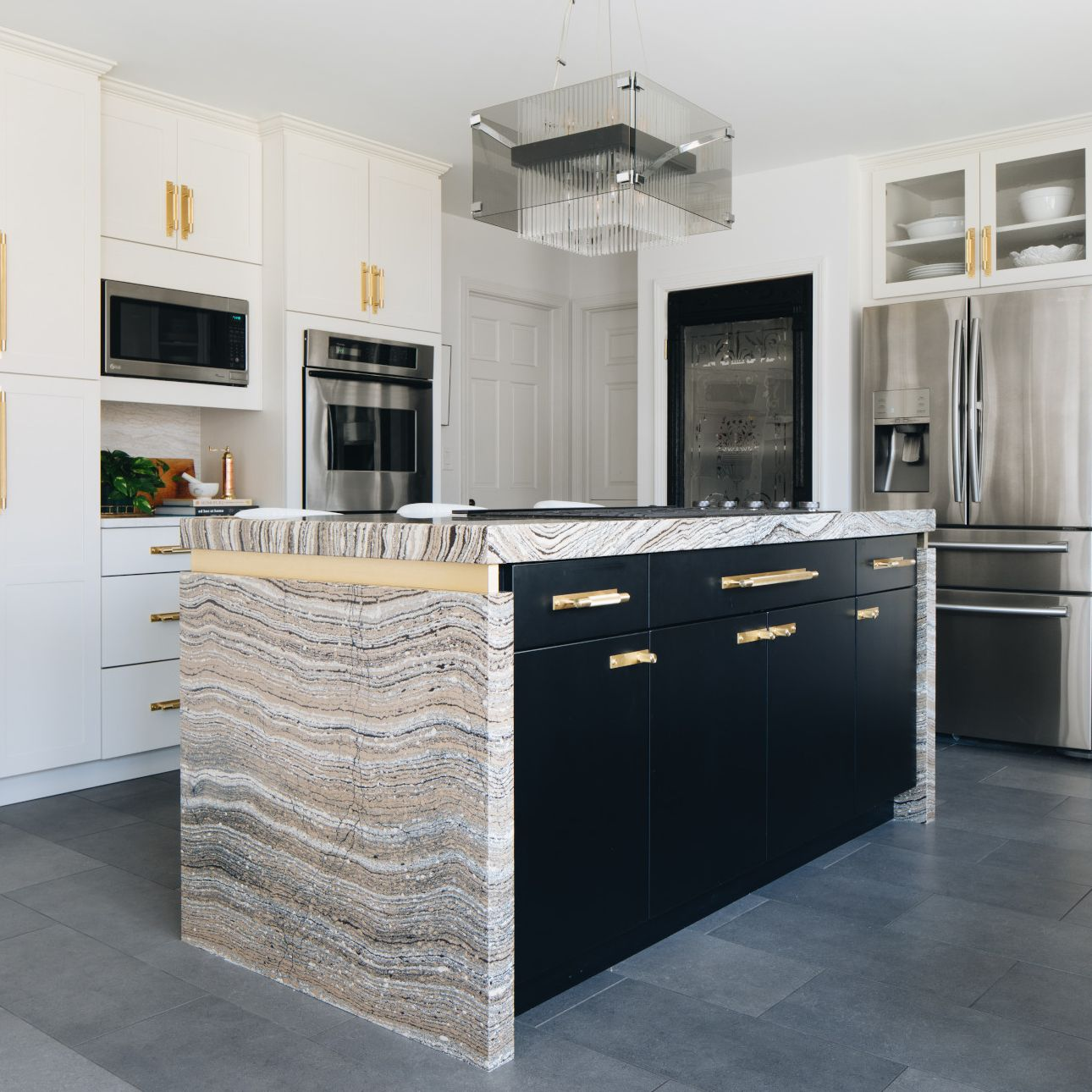 A view of a kitchen  Description automatically generated