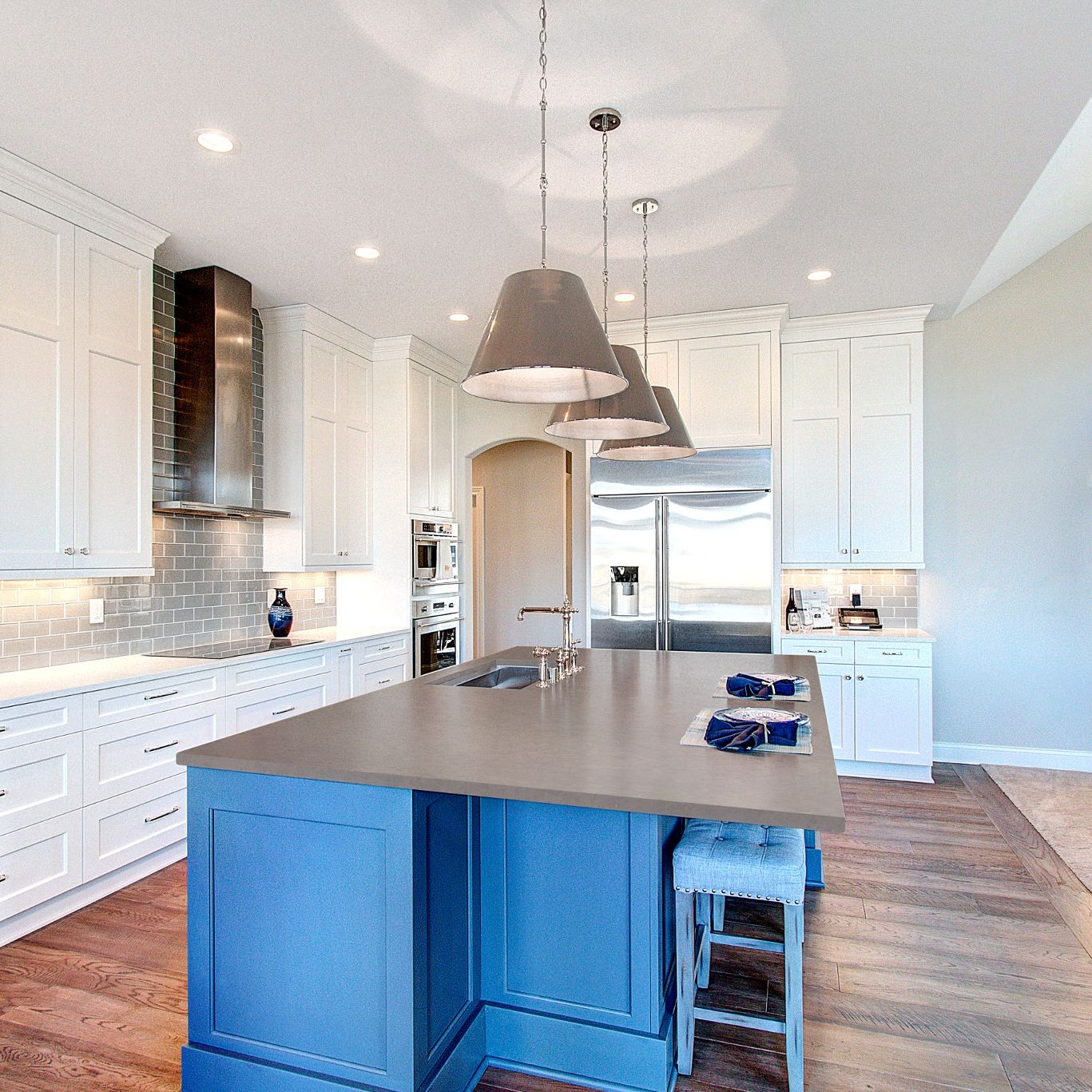 A kitchen with white cabinets  Description automatically generated with medium confidence
