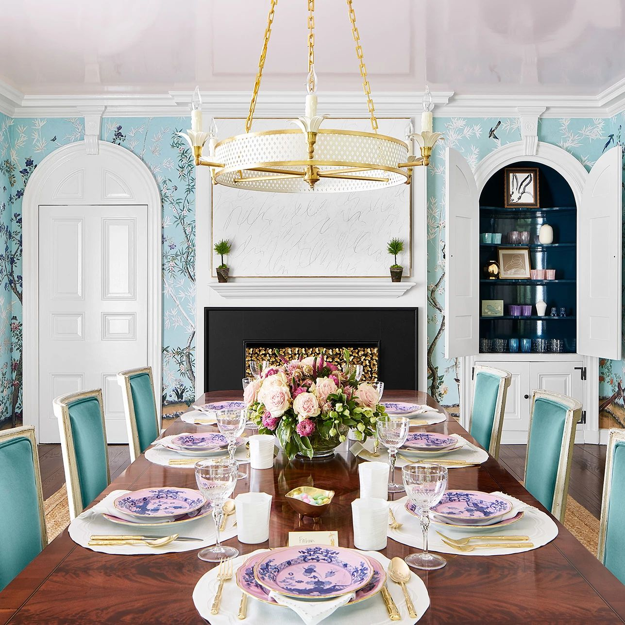 A dining room table  Description automatically generated