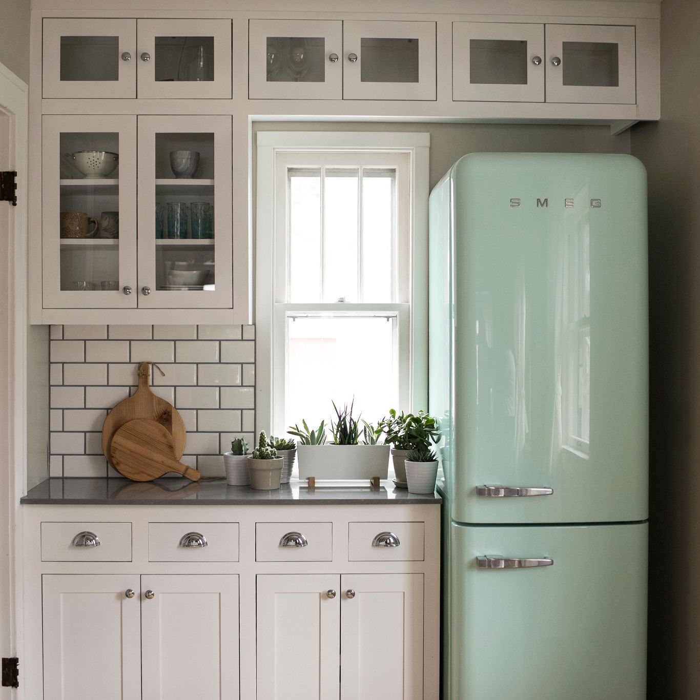 A kitchen with white cabinets  Description automatically generated